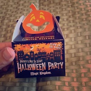 NWT Ltd Edition Mickey's Not So Scary Mystery pins